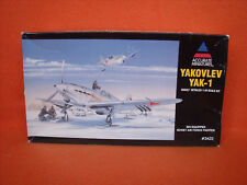 Accurate Miniatures ® 3423 Yakovlev Yak-1 Ski Equipped Soviet Fighter 1:48