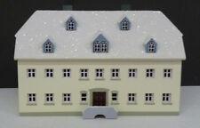Alte Seiffener Schule im Schnee, Original Handwerkskunst aus dem Erzgebirge