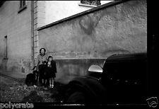 Portrait famille chien + voiture ancienne citroën Rosalie Négatif photo ancien