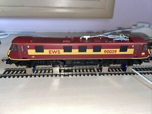 Hornby R2291B Railfreight Class 90 Bo-Bo 90 039 EWS Livery - Rare