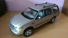 Ford Expedition von UT in 1:18 gold