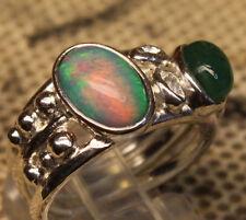 Top Brazil Opal 1.9 Cts. und Smaragd 1.2 Cts. 925er Silberring Größe 17,5 mm