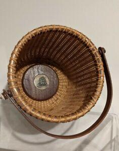Lovely Nantucket Swing Basket with Handle- Ship Scrimshaw inside!-signed CMC #10