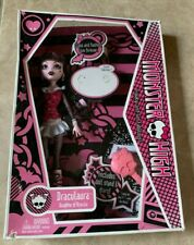 Monster High Draculaura Daughter of Dracula First Wave Doll NEW in Damaged Box
