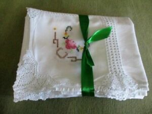 """LARGE TABLECLOTH HAND EMBROIDERED/HAND CROCHET - WHITE - 50"""" x 66"""""""