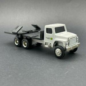 Ertl John Deere Company Implement Hauling Flatbed Truck Diecast 1/64 Hauler Whit
