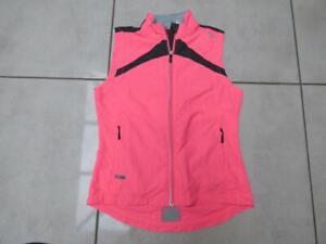 Saucony Vizipro all seasons sleeveless running gym jacket top. Size Small
