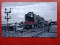 PHOTO  SR MERCHANT NAVY LOCO NO  35003 ROYAL MAIL AT BOUREMOUTH WEST 1965