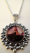 ARIANA GRANDE SINGER  DANCE POP MUSIC NECKLACE 20 INCHES GIFT BOX BIRTHDAY PARTY