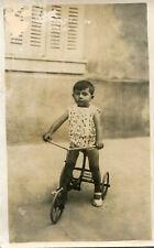 Carte PHoto d'un enfant sur son vélo tricycle