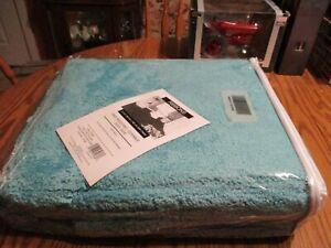 Mohawk Turquoise 100% Nylon Skid Resistant Durable Easy Care Bath Carpet 5' X 6'