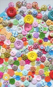 250 BUTTONS ASSORTED RESIN WOOD SEWING CRAFT CARD MAKING UK SUPPLIER CRAFTING