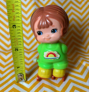 "Vintage 1979 TOMY Wind Up Toy 3"" kid-a-long kids Roller Skating Little Girl 70s"