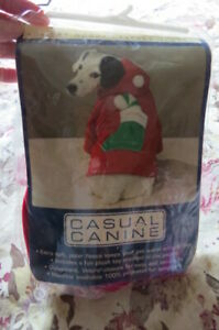 NEW, CASUAL CANINE ADORABLE HOLIDAY HOODED POLAR FLEECE RED HOODIE JACKET SZ MED