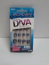 BROADWAY FASHION DIVA NAILS FLOWER SPARKLE DESIGN MEDIUM LENGTH BFA01 DREAMY