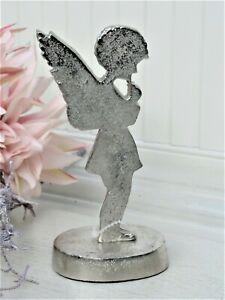 Engel silberfarben stehend auf Sockel Winter Weihnachtsdeko Metall Shabby H.16cm