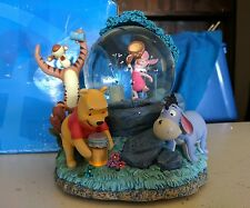 DISNEY MOTION MUSICAL SNOW GLOBE ~ WINNIE THE POOH CATCHING FIREFLIES - RARE