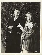 LADY SYLVIA STANLEY & CLARK GABLE Original Vintage Photo 1950 CANDID MOMENT