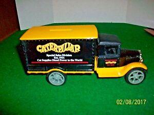 1995 Ertl 1931 Hawkeye Truck Caterpillar Advertising Bank with Key