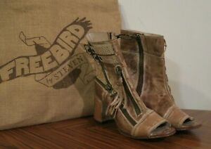 FREEBIRD by STEVEN Zombi Taupe Leather Sandals/ Boots Heels  Size 8 w/ Tote Bag