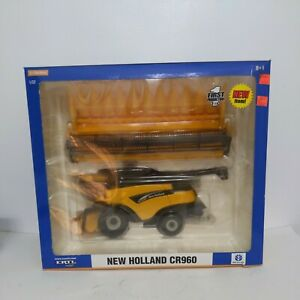 1/32 Ertl Farm Toy New Holland CR960 Combine