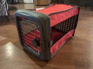 Sport Pet Small Kennel Crate Pops Open Trained Dogs Up to 25 Lbs RED w Soft Bed