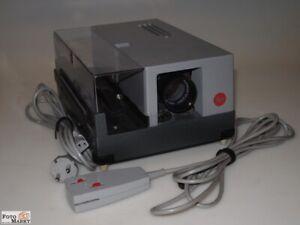 Leitz Leica Proiettore Diapositive Pradovit color Con Obiettivo Piano 2,5/90