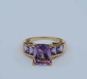 Genuine Emerald-Cut Amethyst Gemstone Ring w/ 4 Am. Accents - 18k Yellow Gold