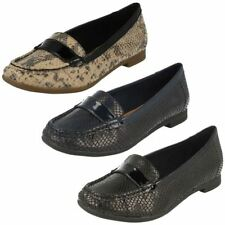 Clarks Patternless Loafers, Moccasins Flats for Women