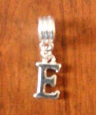 Pendentif argentée lettre E