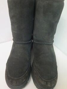 Genuine Ugg Classic Short Boots UK 7.5 Euro 40 in Black