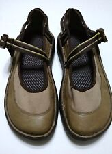 Chaco Vibram Shoe Women's Size W7.5 Tan Brown Cross Strap Step Ins