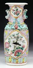 A CHINESE ANTIQUE FAMILLE ROSE PORCELAIN VASE, QING DYNASTY