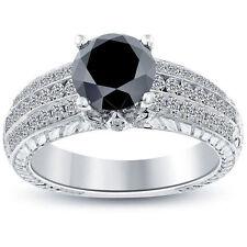 Schmuck und Diamanten in Schwarz