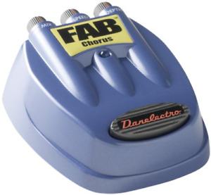 AKG D5 Danelectro D-5 Fab Chorus Effects Pedal