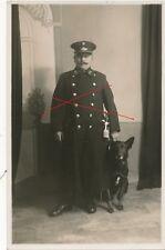 Nr 22822 Porträt Foto PK 1 Republik Polizei Beamter mit schwarzen Schäfer Hund