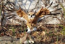 Eule fliegend auf Stamm Figur Greifvogel Deko Skulptur Uhu Garten Geschenk Vogel