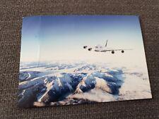 1 AK Lufthansa AIRBUS A380 über Gebirge Ansichtskarte postcard vykort cartolina
