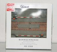 Modellbahn H0 - Busch Art. 5300 - Bahnschranke mit Elektroantrieb (G520-R60)