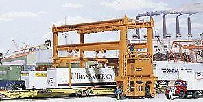 Walthers 933-3122 HO MI-JACK Translift(R) Intermodal Crane Building Kit