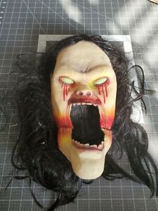 RARE ANIMATED SCREAMING DEMONIC girl woman DOOR KNOCKER Halloween Horror Prop