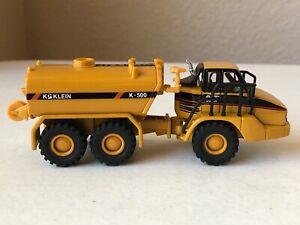 Norscot #55406 1:87/HO Scale CAT 730 Water Tank Truck - no box - EC