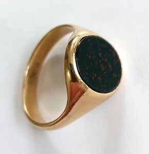 Men's traditional solid 9ct gold oval Signet Ring set with Bloodstone, size Q.