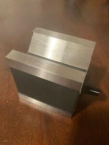 Starrett 566 Magnetic V Block
