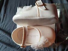 Magnifique Fille Bébé Blanc Gros Nœud Strass Boucle brevet Landau Chaussures//matériau souple