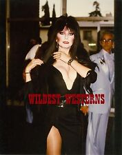 Sexy ELVIRA Cassandra Petersen VINTAGE Candid MISTRESS OF THE DARK Busty Photo