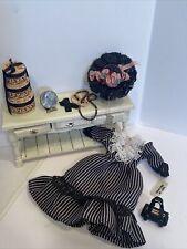 Vintage Artisan Ladies Decor Dress Hat Jewels Hat Boxes Dollhouse Miniature 1:12