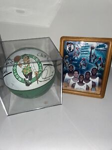 SIGNED 05-06 BOSTON CELTICS BASKETBALL. OVER 12 SIGNATURES. OFFICIAL TEAM PHOTO!