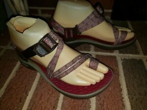 CHACOS STRAPPY SANDALS WOMENS SIZE 6