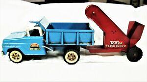 Vintage Tonka Hydraulic Dump Truck with Sandloader